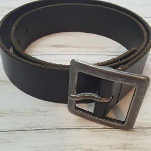 Black leather Mossimo belt with silver buckle